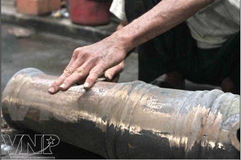 Les fondeurs de bronze de Phuoc Kieu gardent la flamme hinh anh 5