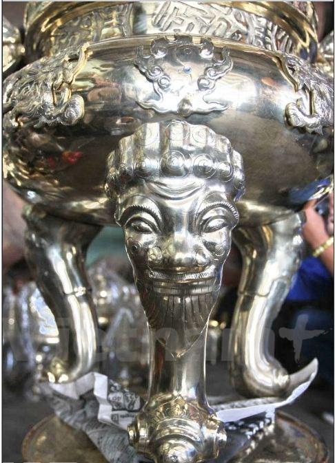 Les fondeurs de bronze de Phuoc Kieu gardent la flamme hinh anh 7