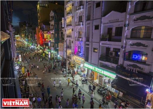 Savoureuse plongee dans la rue Bui Vien a Ho Chi Minh-Ville hinh anh 1