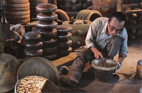 Les fondeurs de bronze de Phuoc Kieu gardent la flamme hinh anh 4
