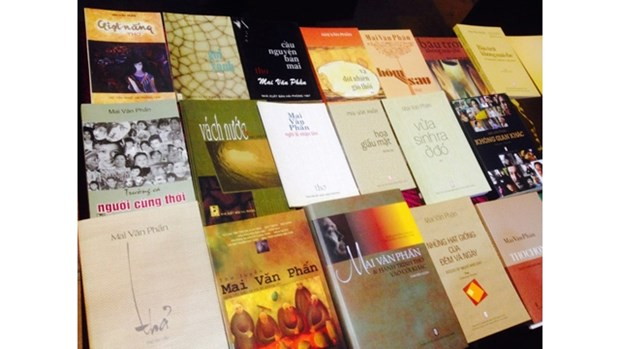 Le poete Mai Van Phan etend le rayonnement de la poesie vietnamienne hinh anh 2