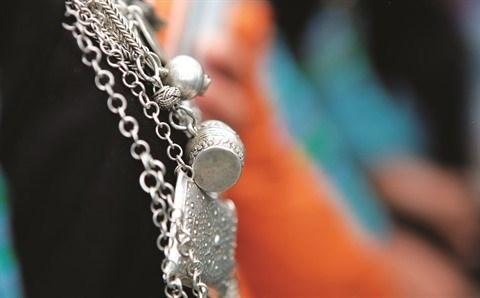 L'elegance des costumes traditionnels des femmes H'mong hinh anh 3