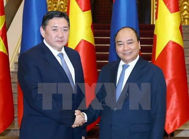 Le PM Nguyen Xuan Phuc recoit le president du Grand Khoural d'Etat de la Mongolie hinh anh 1