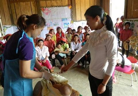 Necessite de politiques prioritaires pour les sages-femmes des regions reculees hinh anh 2