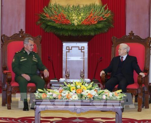 Le secretaire general du PCV recoit le ministre russe de la Defense hinh anh 1
