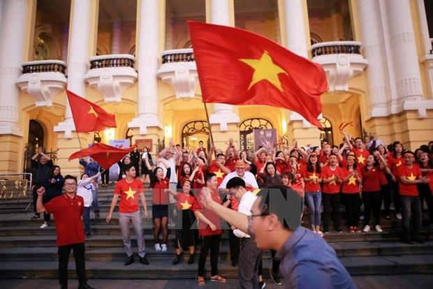 Football : le Vietnam chavire de bonheur hinh anh 2
