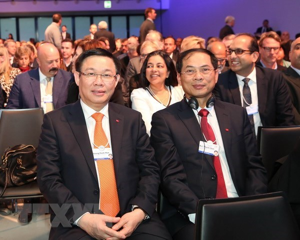 Poursuite des activites du vice-PM Vuong Dinh Hue a Davos hinh anh 1