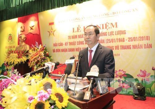 Le president Tran Dai Quang decore la force logistique et technique de la Police populaire hinh anh 2