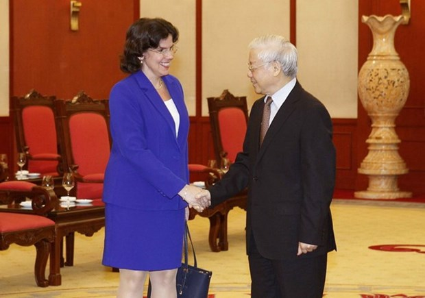 Le leader du PCV Nguyen Phu Trong recoit l'ambassadrice cubaine hinh anh 1