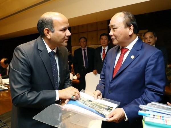 Le PM vietnamien recoit les dirigeants des groupes indiens Adani Green Limted et Suzlon hinh anh 1