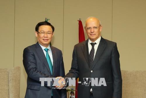 Le vice-PM Vuong Dinh Hue dialogue avec les entreprises portugaises hinh anh 1