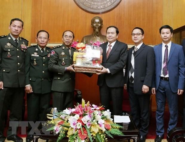 Le president du Front de la Patrie recoit une haute delegation de l'armee cambodgienne hinh anh 1