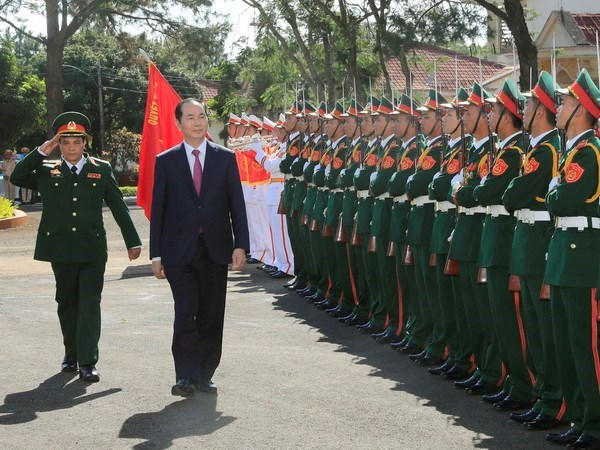 Le president Tran Dai Quang rend visite aux forces armees a Gia Lai hinh anh 1