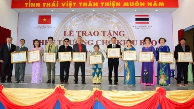 Pres de 700 Vietnamiens de Thailande a l'honneur hinh anh 1