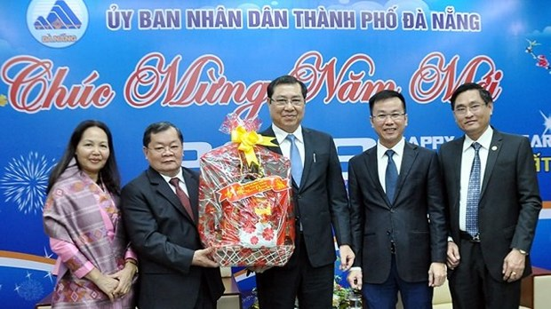 Des diplomates etrangers presentent leurs vœux du Tet 2018 a Da Nang hinh anh 3