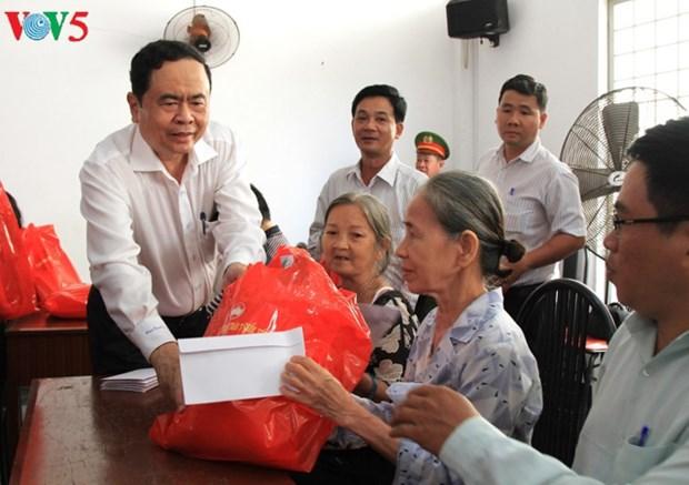 Tet 2018: cadeaux aux personnes dans le besoin hinh anh 1
