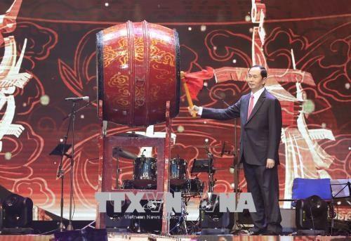 Le president Tran Dai Quang salue les Vietnamiens de l'etranger hinh anh 2