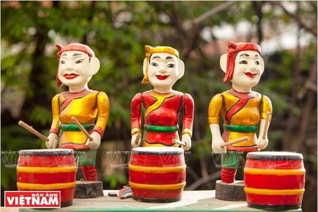 L'artisan qui amene les marionnettes sur l'eau au Sud hinh anh 3