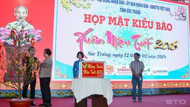 Les autorites de Hau Giang et Soc Trang rencontrent les Viet kieu hinh anh 1
