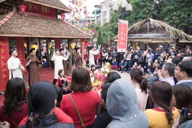 Les festivites printanieres attirent un grand nombre de visiteurs hinh anh 1