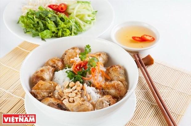 Le nem frit, fleuron de la gastronomie vietnamienne hinh anh 1