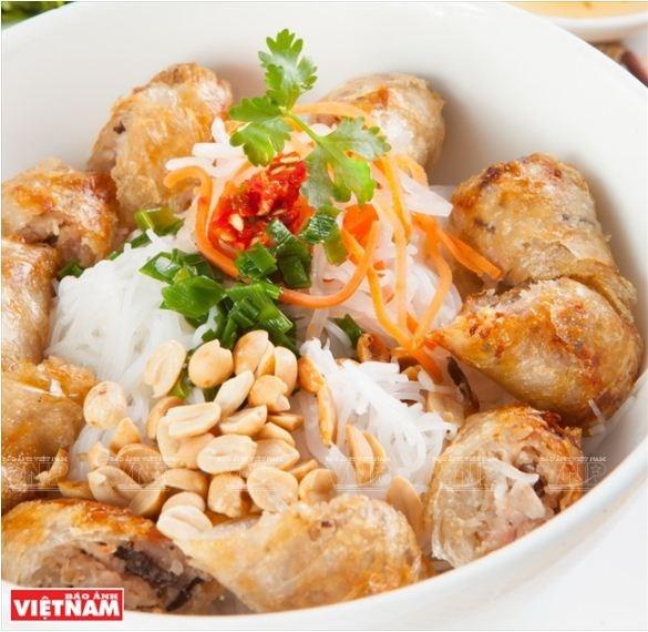 Le nem frit, fleuron de la gastronomie vietnamienne hinh anh 2