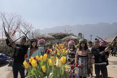 Profiter de la fete du « khen » et des fleurs dans la region du Nord-Ouest hinh anh 1