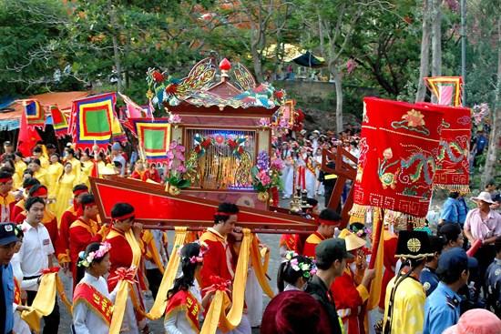 Six grands festivals apres le Nouvel An lunaire dans le Centre et le Sud hinh anh 3