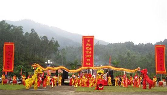 Six grands festivals apres le Nouvel An lunaire dans le Centre et le Sud hinh anh 2