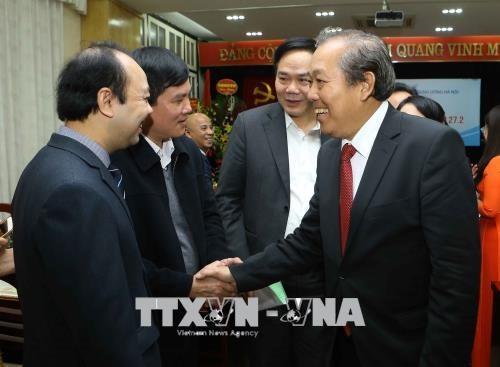 Deux vice-Premiers ministres rencontrent des medecins a Hanoi hinh anh 1