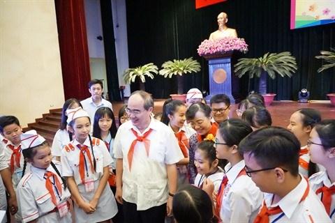 Les dirigeants de Ho Chi Minh-Ville rencontrent les enfants hinh anh 1
