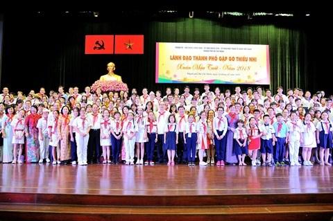 Les dirigeants de Ho Chi Minh-Ville rencontrent les enfants hinh anh 2