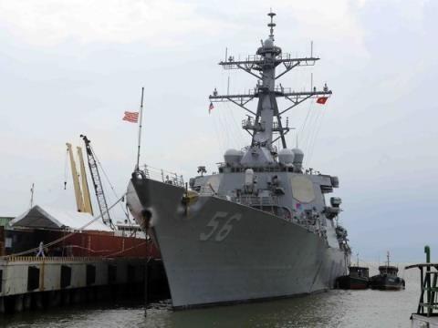 Le porte-avions americain USS Carl Vinson rend visite a Da Nang hinh anh 1