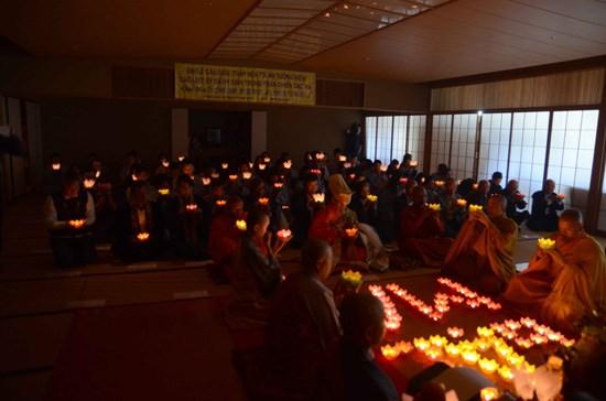 A Tokyo, une grande messe de requiem pour les heros de Gac Ma hinh anh 2