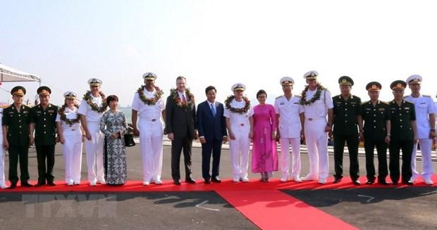 Da Nang accueille le porte-avions USS Carl Vinson hinh anh 2