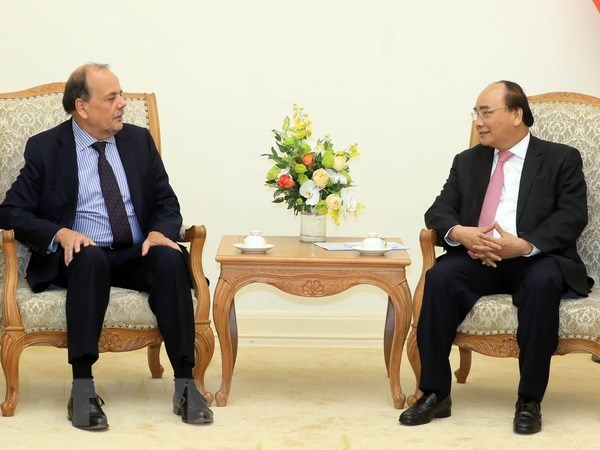 Le PM Nguyen Xuan Phuc recoit l'ambassadeur du Chili au Vietnam hinh anh 1