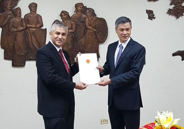 Hanif Salim assume le poste de consul general d'Indonesie a HCM-Ville hinh anh 1