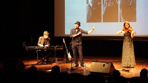 Les liens, premier concert du chanteur francais Kwal a Hanoi hinh anh 1