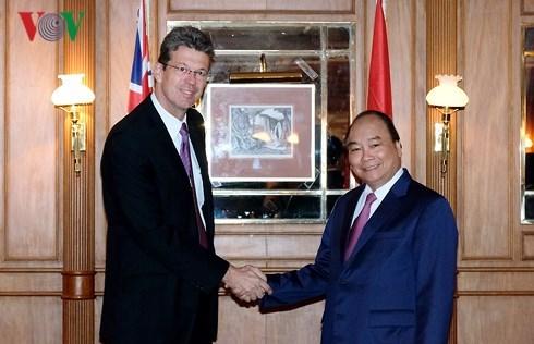 Le PM Nguyen Xuan Phuc rencontre des entreprises laitieres neo-zelandaises hinh anh 1