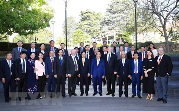 Le PM Nguyen Xuan Phuc visite l'Universite nationale australienne hinh anh 1
