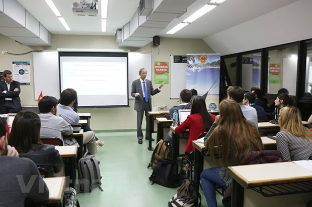 Presentation du Vietnam a des etudiants argentins hinh anh 1