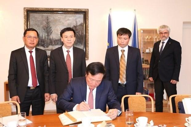 Les cours supremes du Vietnam et de la R. tcheque intensifient leur cooperation hinh anh 1