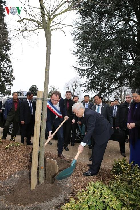 Le leader du PCV Nguyen Phu Trong commence sa visite officielle en France hinh anh 2