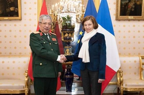 Vietnam et France discutent du renforcement de leur cooperation dans la defense hinh anh 1
