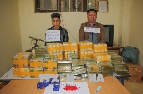 Un enorme trafic d'heroine et drogues de synthese demantele a Dien Bien hinh anh 1