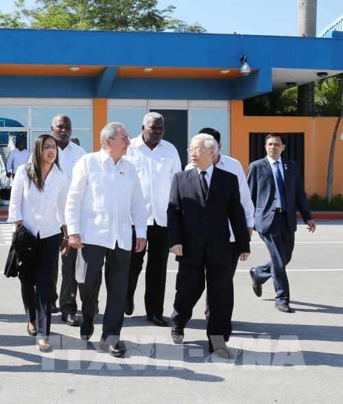 Les visites du leader du PCV dynamisent les liens avec la France et Cuba hinh anh 2