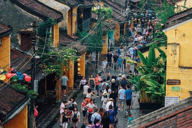 Dans la vieille ville de Hoi An, la pluie du matin rejouit le pelerin hinh anh 5