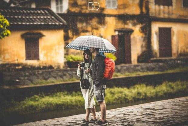 Dans la vieille ville de Hoi An, la pluie du matin rejouit le pelerin hinh anh 4