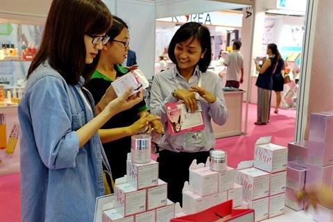 Des Vietnamiennes pretes a depenser pour des produits cosmetiques importes hinh anh 1