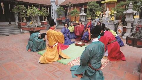 Quand de jeunes Viet kieu font revivre des costumes royaux hinh anh 2